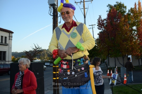 A man on stilts made balloon hats and animals
